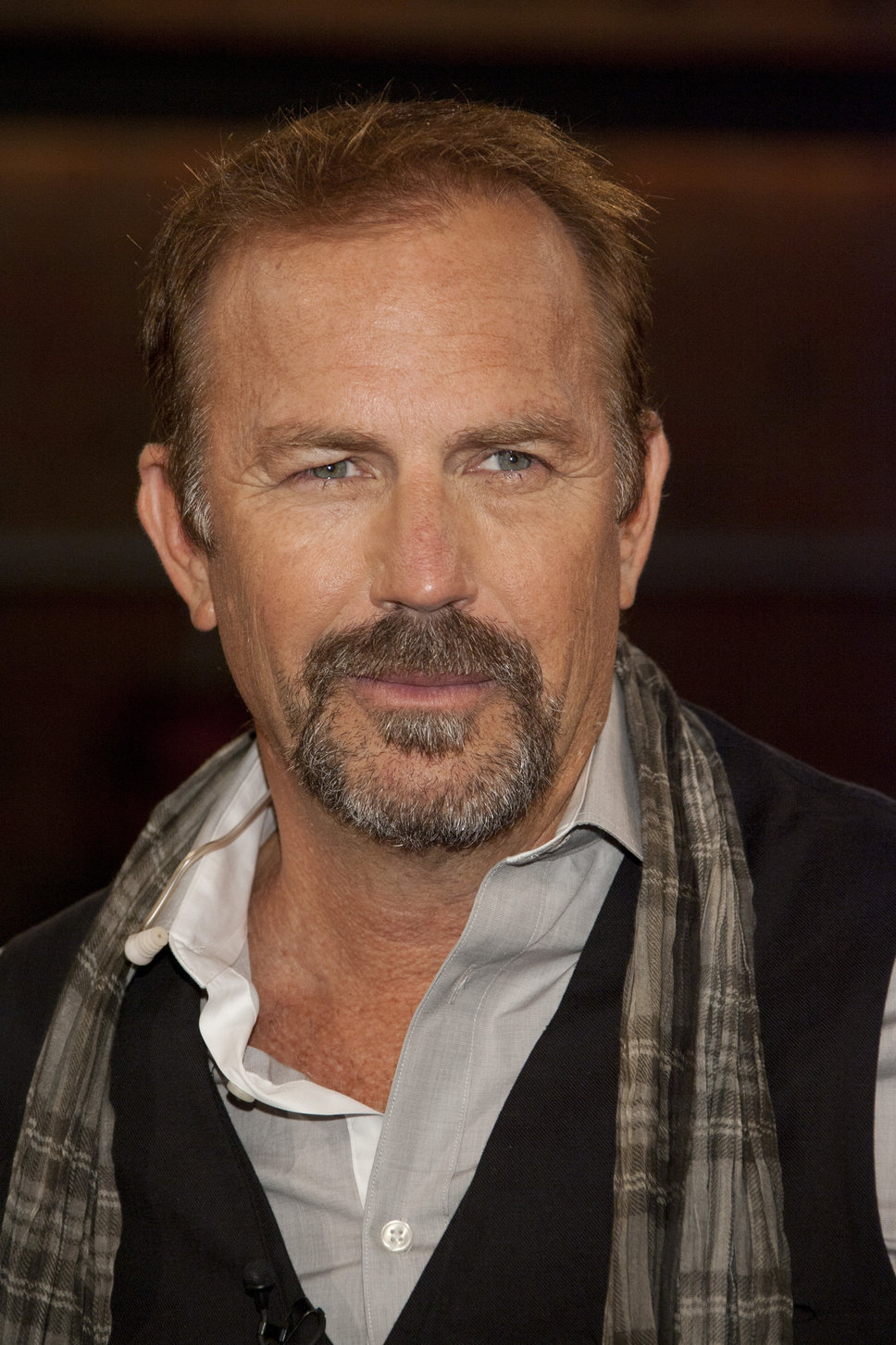 kevin_costner_beard_grey_hairs